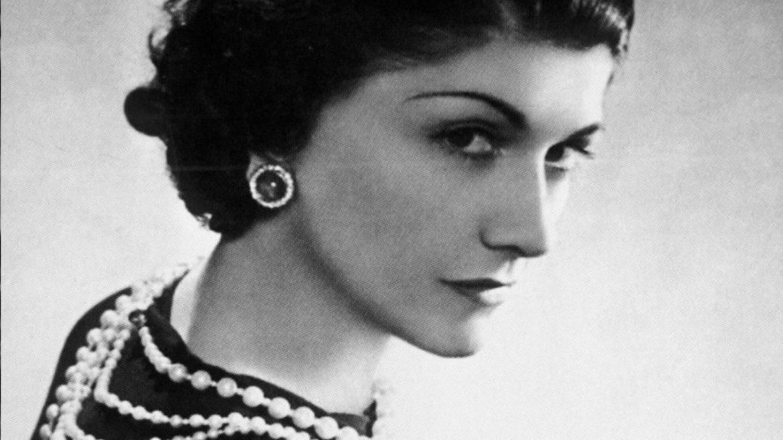 Coco Chanel: «Η μόδα δεν αξίζει αν δεν βγει στους δρόμους»