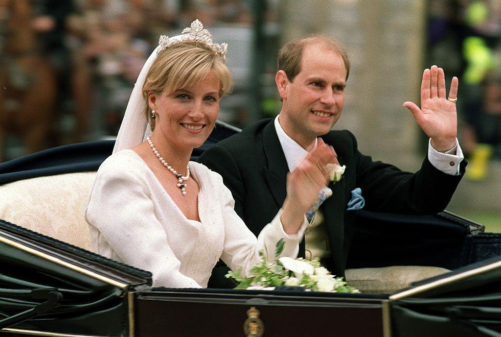 Οι ωραιότερες τιάρες των βασιλικών γάμων