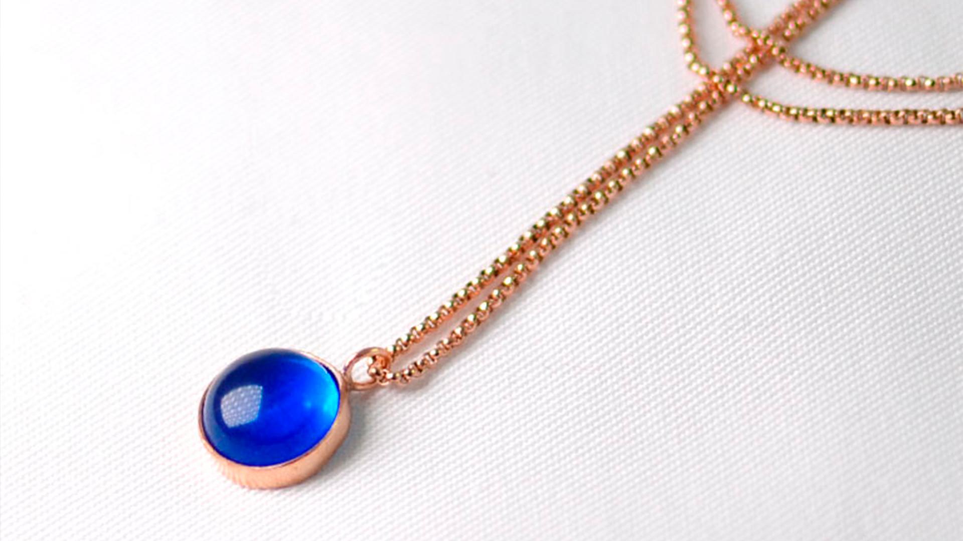 Χειροποίητο κολιέ με μπλε γυάλινη πέτρα, από ασήμι 925 σε ροζ χρυσή απόχρωση