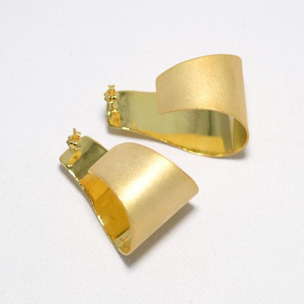 Χειροποίητα minimal κρεμαστά σκουλαρίκια yvonne χρυσά