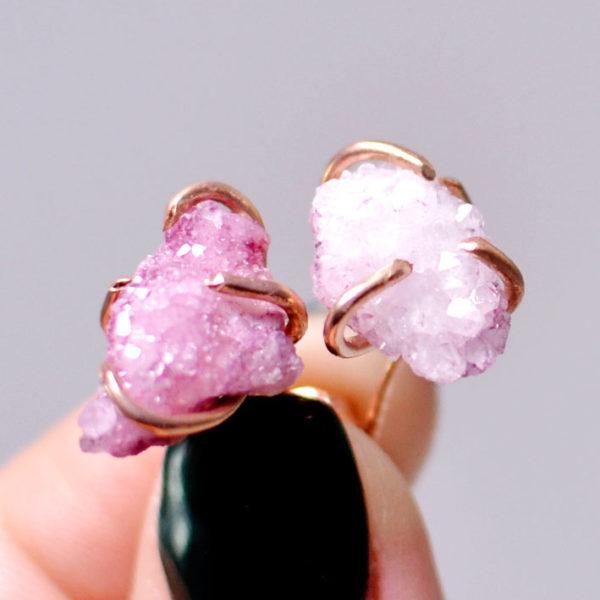 Χειροποίητα ροζ χρυσά σκουλαρίκια με ακατέργαστο αμέθυστο