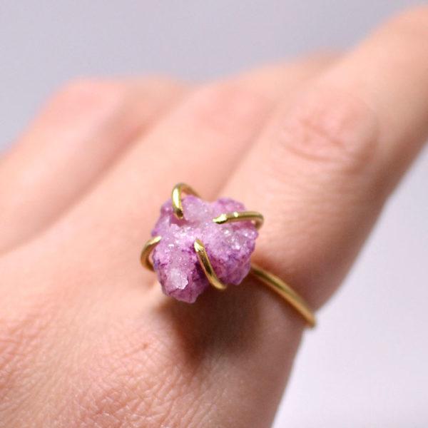 Χειροποίητο χρυσό δαχτυλίδι με ακατέργαστο αμέθυστο